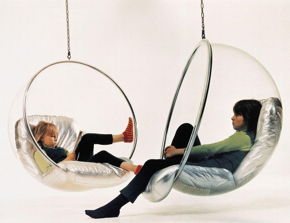 La Bubble Chair è tra le più famose sedie sospese di design