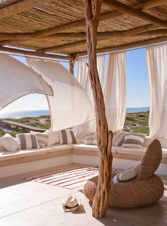 Arredare il terrazzo con la morbidezza delle tende