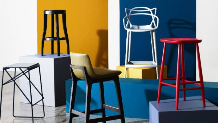 Lo sgabello dà un tocco di colore alle cucine moderne