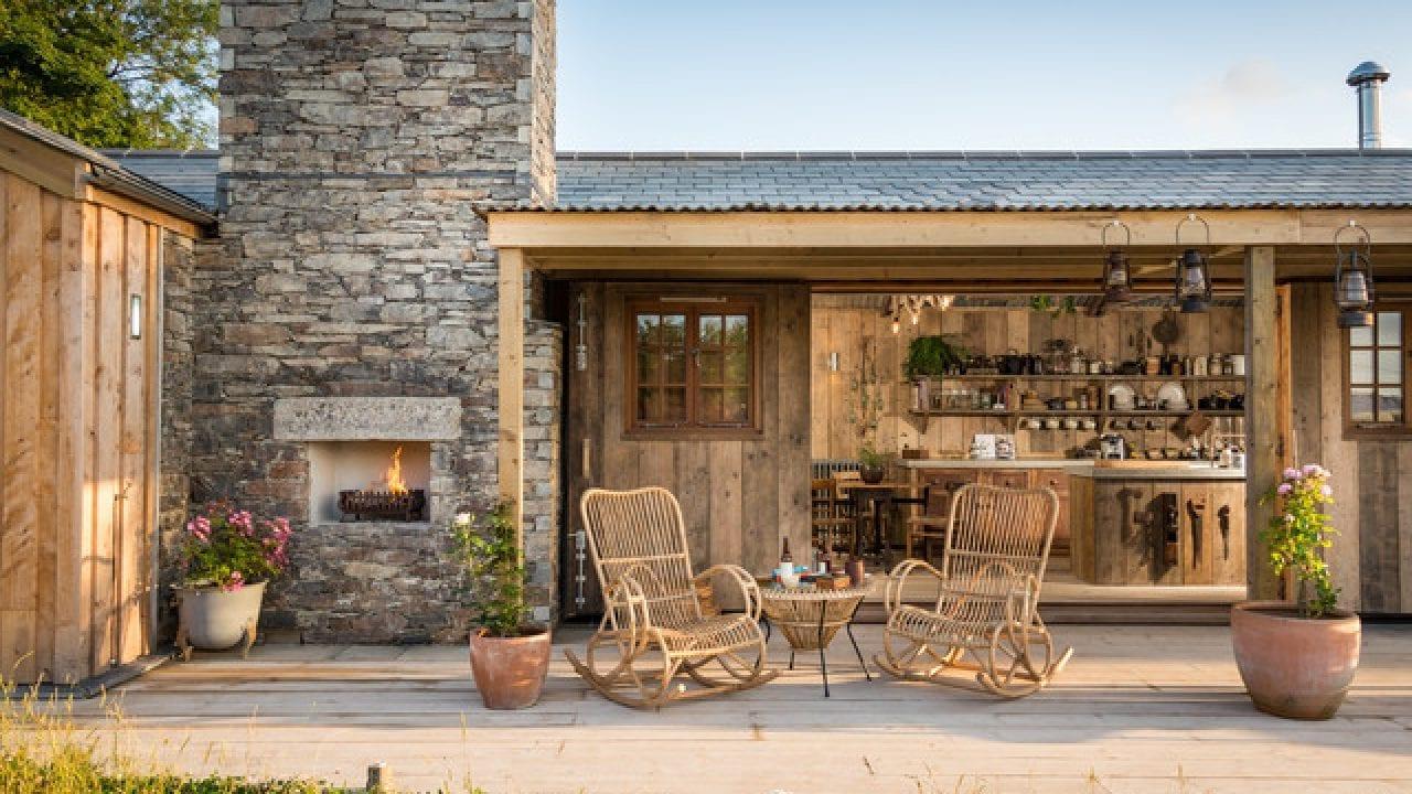 Idee di design per un patio dall'aspetto rustico