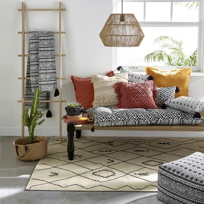 Tra gli oggetti fatti a mano di culto c'è il tappeto berbero