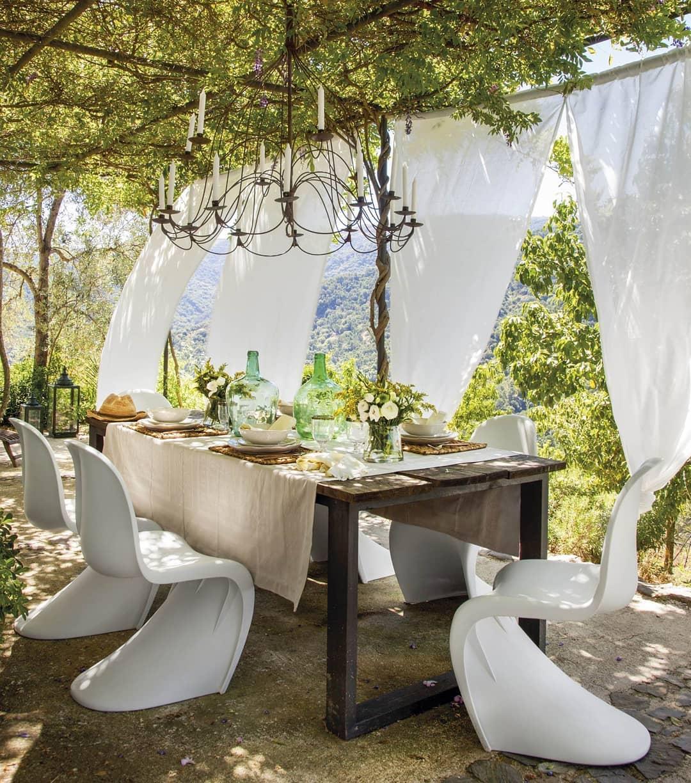 La sedia Pantone tra gli arredi per esterno
