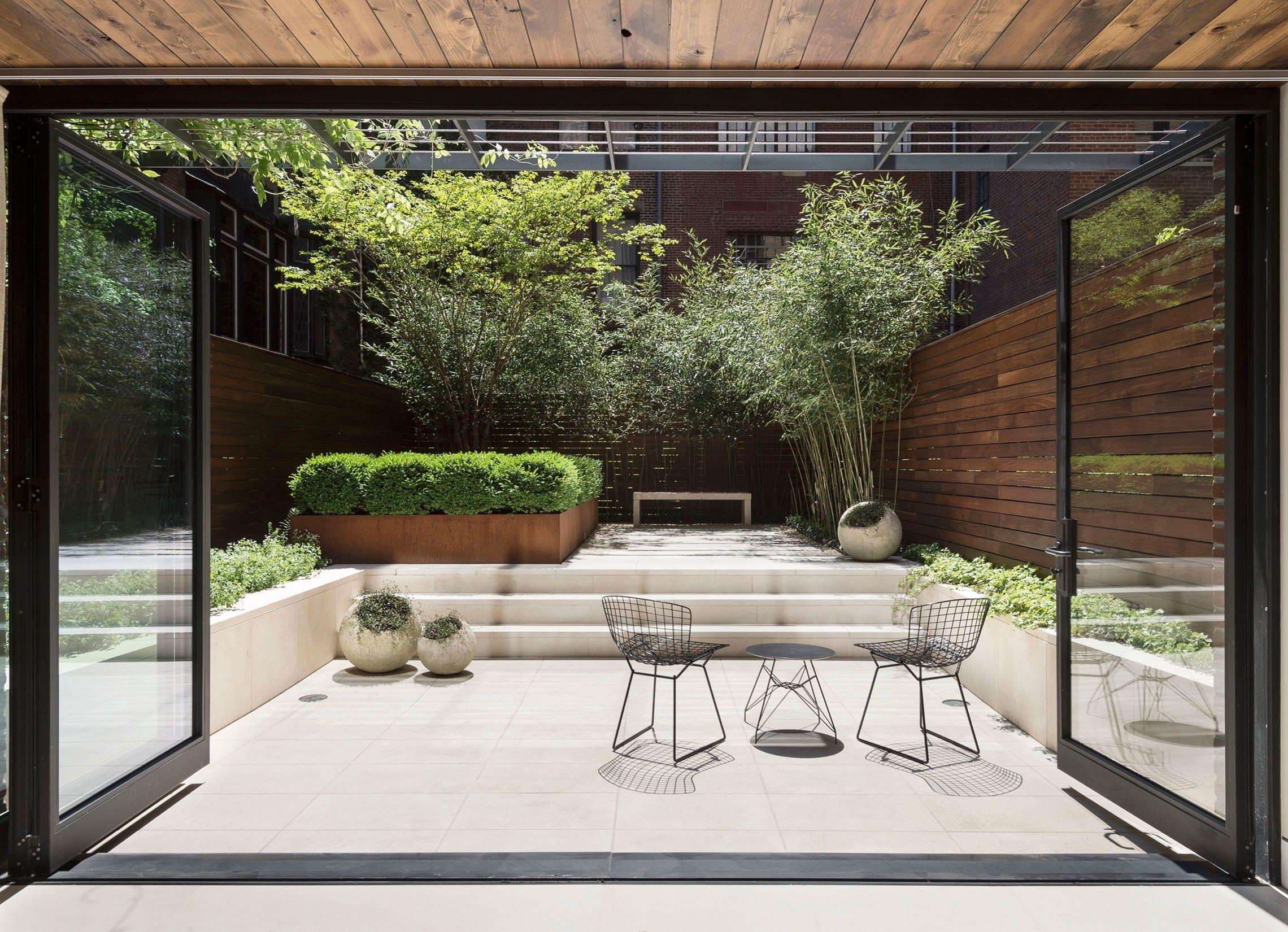 Il design per il patio è minimal per chi cerca l'essenziale