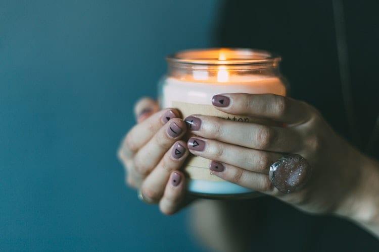 Vestire la casa in autunno con la luce delle candele
