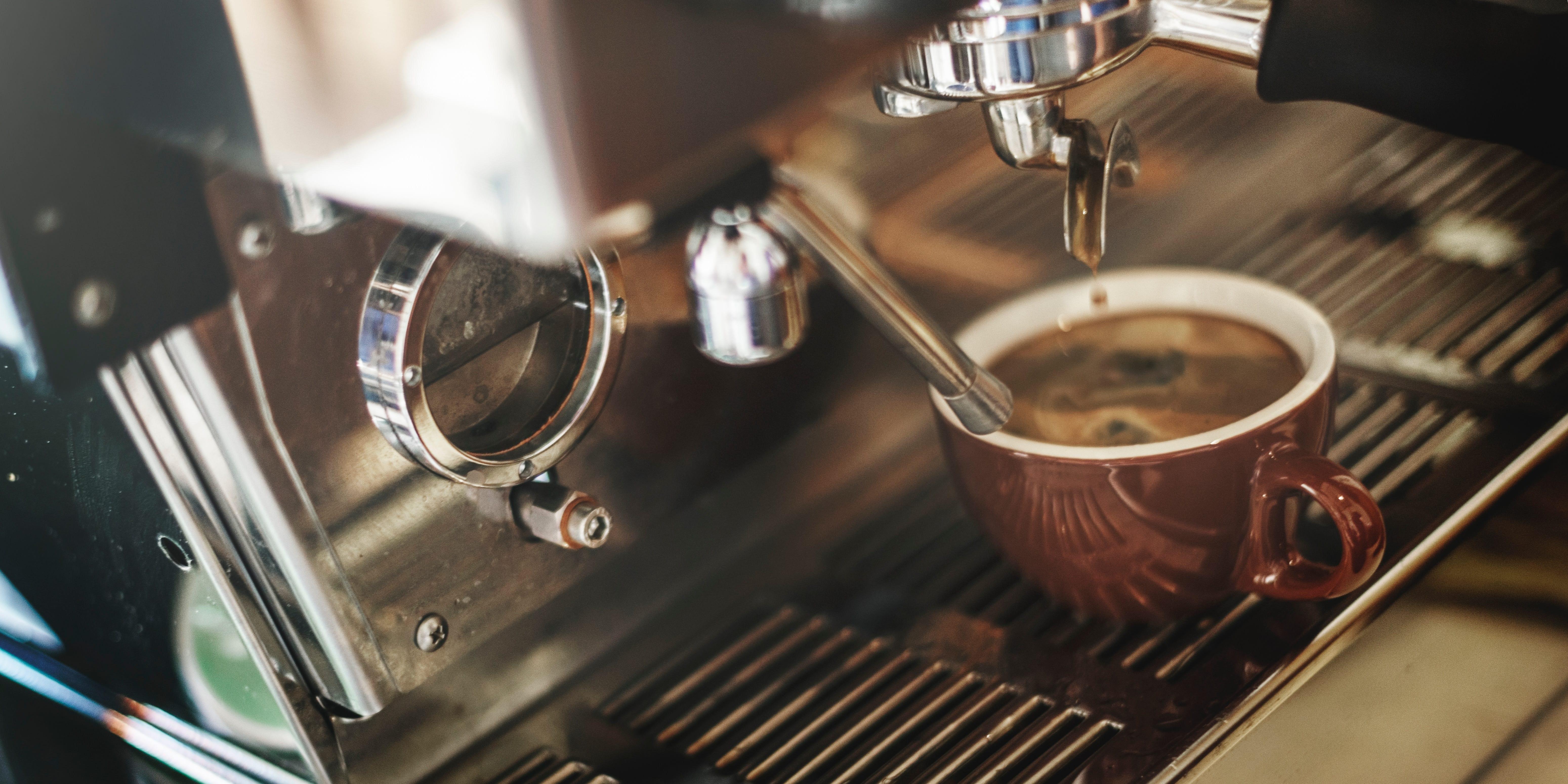 Caffettiere di design per i più pigri: la macchina da espresso